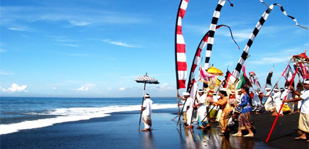NYEPI: BALI'S NEW YEAR'S DAY OF COMPLETE SILENCE
