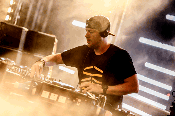 ERIC PRYDZ POST NEW SONG WITH KNIFE PARTY'S ROB SWIRE