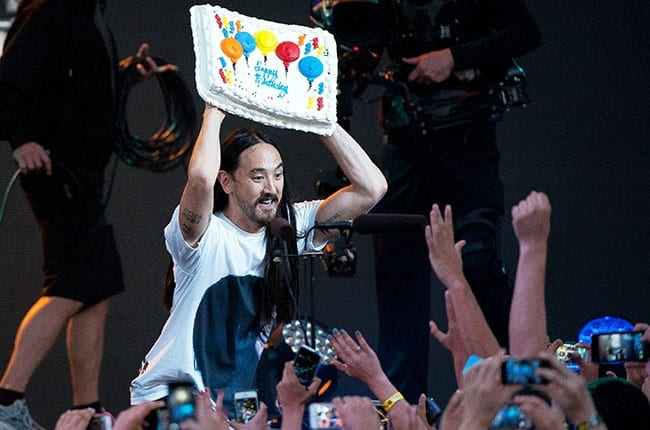 FAN RUINS STEVE AOKI'S BIRTHDAY PARTY WITH CAKE