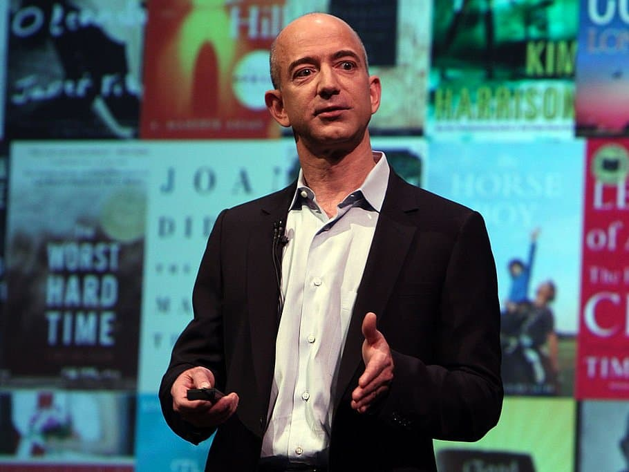 AMAZON PLANNING TO TAKE ON WHATSAPP